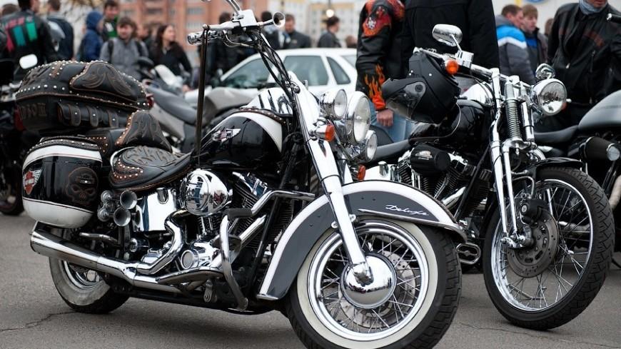Мотоциклистам напомнили о бесплатной парковке в Москве
