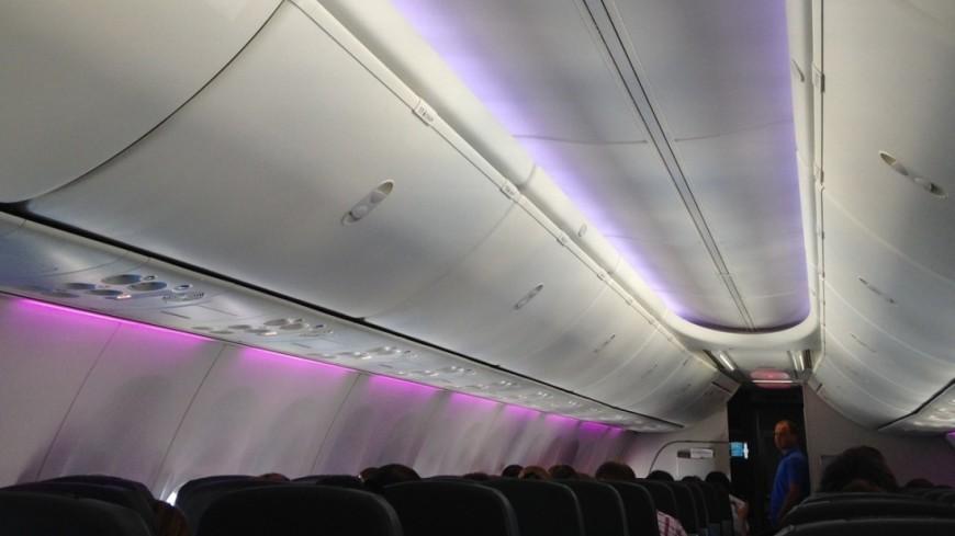 Водка раздора: три пьяных подруги подрались на борту самолета