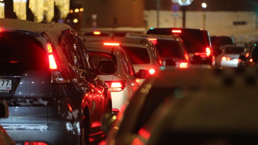 Автомобилистов попросили не выезжать из Москвы до вечера