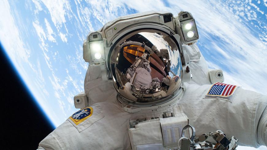 NASA создаст скафандр с встроенным биотуалетом