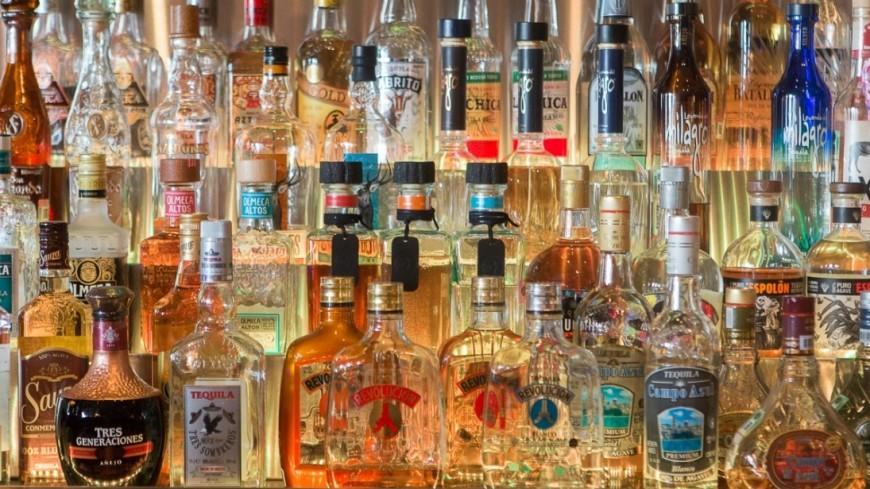 Нелегальный алкоголь в России предлагают уничтожать на месте