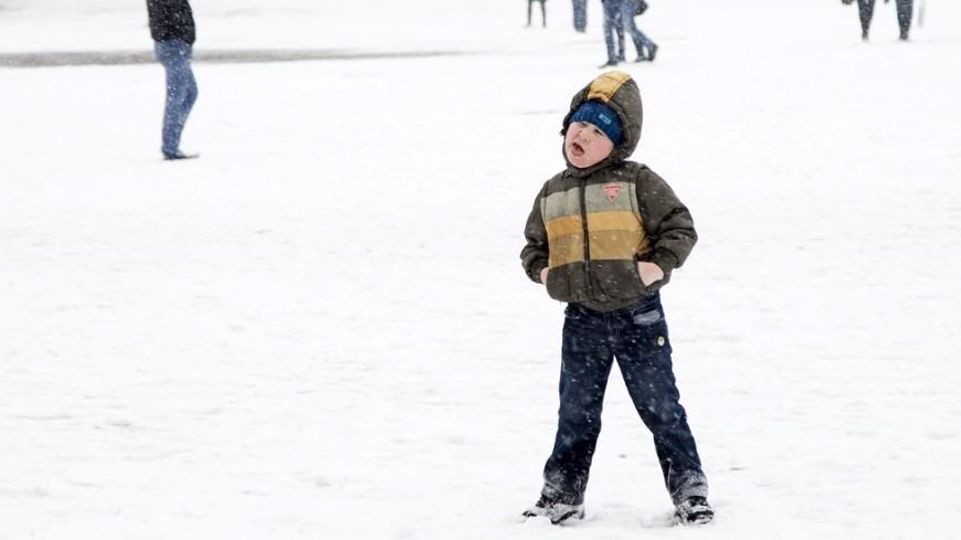 Салки со снежками: 5 простых уличных игр для детей