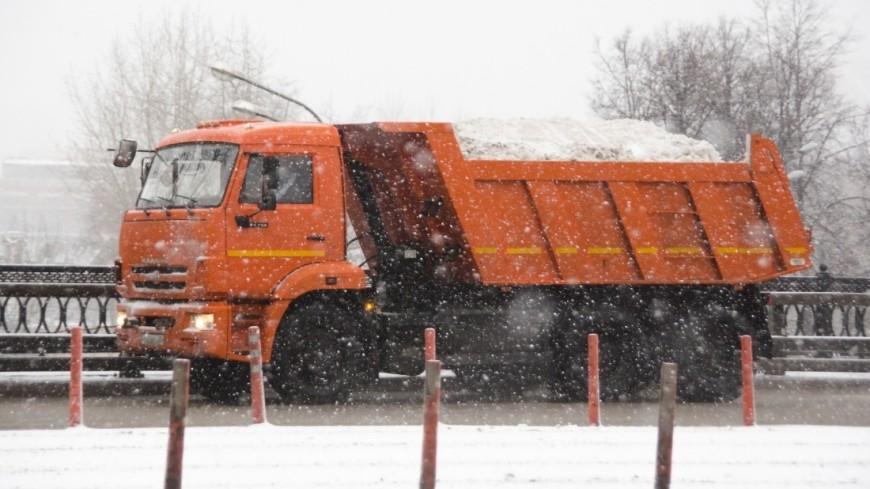 Снегопад парализовал движение автомобилей на Колыме