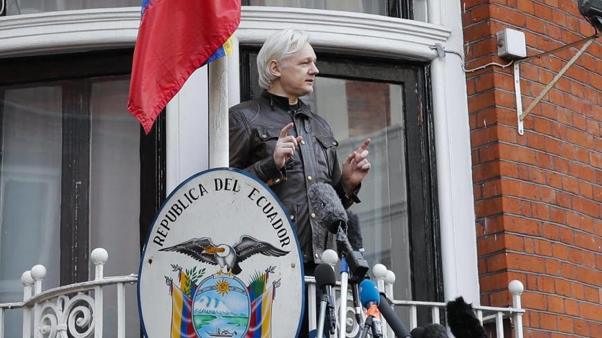 Посольство Эквадора пожаловалось на не моющегося Ассанжа