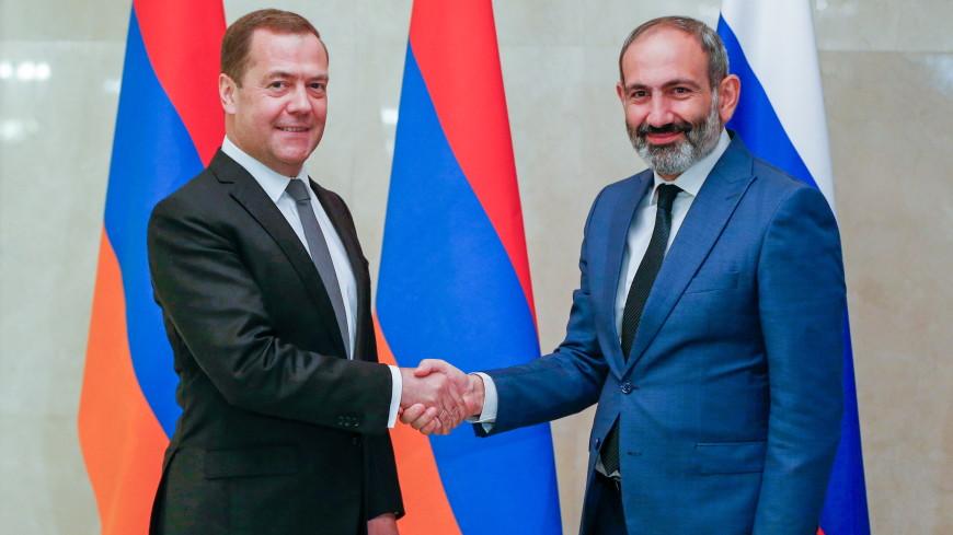 Медведев: Отношения России и Армении развиваются уверенно и динамично