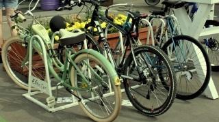 В России владельцев электросамокатов и моноколес обяжут ездить по велодорожкам и не гонять