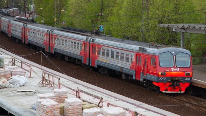 СМИ: В Подмосковье электричка протаранила «КамАЗ»