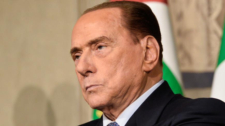 Берлускони осенью предстанет перед судом по обвинению в коррупции