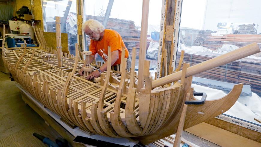 В Петербурге спустят на воду копию корабля, созданного Петром I