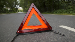 Учат пристегиваться: в Минске сотрудники ГАИ установили тренажер, имитирующий аварию